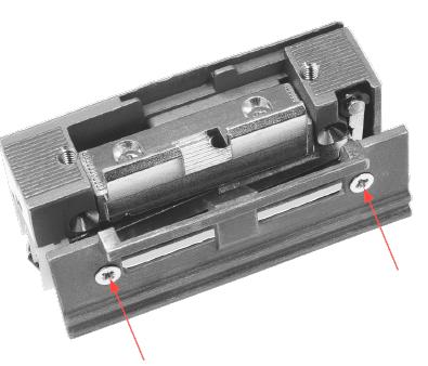 Easy Adapt – это накладка на корпус электрозащёлок с направляющей для косого ригеля механического замка . Конструкция направляющей обеспечивает надежный выход косого ригеля из зацепления с язычком защёлки без риска заклинивания. Easy Adapt просто заменяет язычок и крышку стандартного корпуса защёлки.  Применение концепции Easy Adapt исключает необходимость выреза в дверной раме для выхода косого ригеля замка. Помимо визуального преимущества сохраняется и целостность уплотнителя.